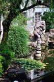Étang de lotus prolongé de jardin Photographie stock libre de droits