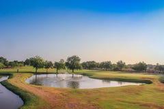 Étang de terrain de golf images stock
