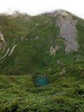 Étang de turquoise en haut Himalaya d'Annapurna Images stock