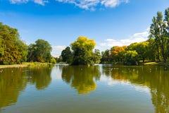 Étang en parc Images libres de droits