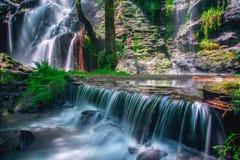 Étang et cascades dans Hortas Image stock