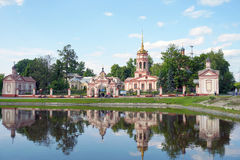 étang près du monastère à Moscou Photos stock