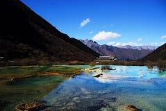 étangs colorés de huanglong photographie stock libre de droits