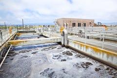 Étape d'aération à une usine de traitement des eaux résiduaires Photos libres de droits