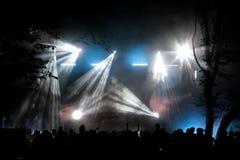 Étape de concert la nuit photo stock
