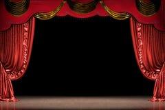 Étape de théâtre avec le rideau rouge (avec le chemin) Photographie stock