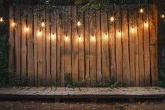 Étape en bois dans le jardin Image stock