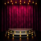 Étape rouge de rideau avec des lumières Image stock