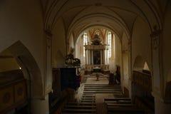 Étapes à changer dans l'église, jument de Copsa, la Transylvanie, Roumanie photos libres de droits