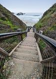 100 étapes à la plage Images stock