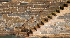 Étapes de mur de port de granit images stock