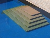 Étapes de piscine avec des ondulations Photo libre de droits