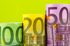Étapes en hausse faites de grands euro billets de banque Image libre de droits