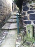 Étapes en pierre de manière d'allée avec la balustrade de la ville R-U de bord de la mer Image stock