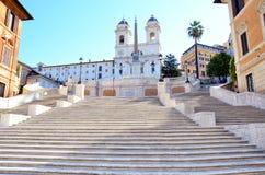 Étapes espagnoles en Piazza di Spagna Beaux vieux hublots à Rome (Italie) Photo stock