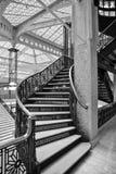 Étapes historiques d'escalier de fer montant photographie stock libre de droits
