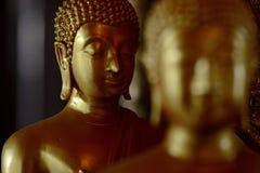État d'or de Bouddha dans le style d'art comme fond photos stock