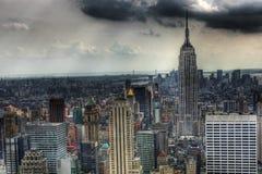 État d'empire avec les nuages foncés Photographie stock
