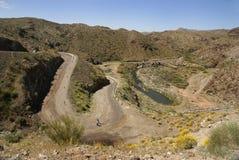état de route de fleuve de stationnement de lac d'alamo à Williams Photo stock