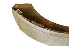 État des freins à tambour extérieurs, roue arrière du deterior de voiture Images stock