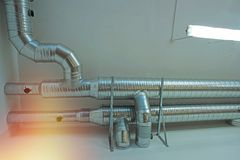 État industriel d'air de tuyaux et de conduits de ventilation Photos libres de droits