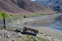 États de sécheresse - pilier de flottement sur la terre au réservoir vide Images libres de droits