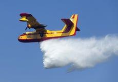 Éteignez-vous l'incendie de forêt photos stock