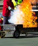 Éteindre un incendie Images libres de droits