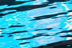 Étendue de l'eau dans la piscine comme fond photos libres de droits