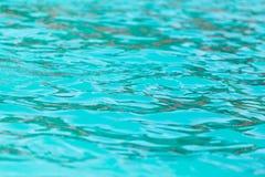 Étendue de l'eau dans la piscine comme fond photo libre de droits