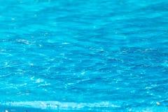 Étendue de l'eau dans la piscine comme fond photo stock