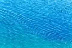 Étendue de l'eau dans le lac comme contexte images libres de droits