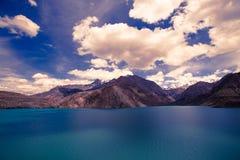 Étendue de lac Iskander-Kul photo stock