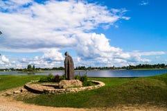 Étendues russes illimitées Mémorial de Nil Stolobensky de révérend dans Nilus Monastery sur le lac Seliger, région de Tver Russie Images stock