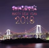 Étincelle de feu d'artifice de 2018 bonnes années avec le pont en arc-en-ciel, Tokyo Images libres de droits