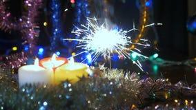 Étincelle de Noël La nouvelle année allume l'éclair feux d'artifice de fête banque de vidéos