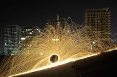 Étincelles de steelwool près d'un projet résidentiel Image libre de droits