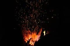 Étincelles du feu dans la forge Photos stock