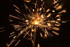 Étincelles lumineuses du feu du Bengale Images stock