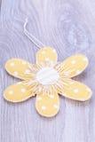Étiquette assez en pastel de cadeau de fleur de point de polka Photo libre de droits