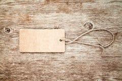 Étiquette blanc attachée avec la chaîne de caractères Images libres de droits