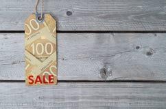 Étiquette canadienne de vente sur le papier brun de vintage Images stock