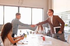 Étiquette d'affaires, association d'entrepreneurs, faisant l'affaire réussie Photo stock