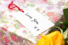Étiquette de cadeau avec les mots Image stock