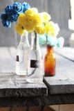 Étiquette de Merci et fleurs gentilles dans les bouteilles Image libre de droits