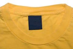 Étiquette de vêtement de chemise jaune Images libres de droits