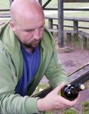 Étiquette de vin du relevé d'homme photo stock