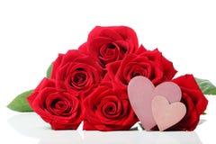 Étiquettes de coeur avec les roses rouges Photos stock