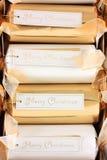 Étiquettes de Joyeux Noël sur des casseurs Photo stock