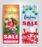 Étiquettes ou affiche de vente de Noël réglée avec le fond en bois de couleur différente Images stock